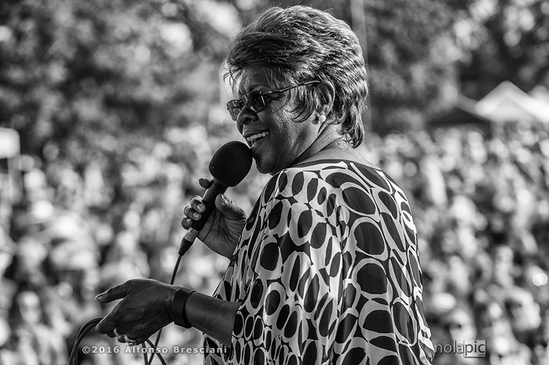 Black and white photo of Irma Thomas in New Orleans
